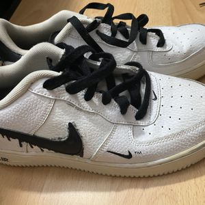 Nike Shoes Size 7y for Sale in Fort Lauderdale, FL