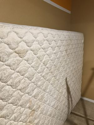 Free Queen size mattress for Sale in Jurupa Valley, CA