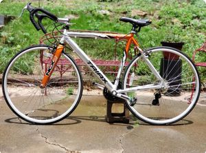 Canyon Triax road bike 700c *IN GREAT CONDITION* for Sale in Stone Mountain, GA