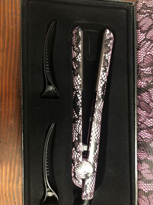 Amika: sultry lace ceramic styler for Sale in Arlington, WA