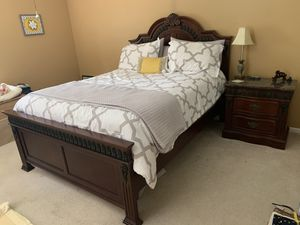 Queen bed and nightstand for Sale in Boynton Beach, FL