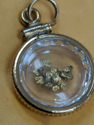 GOLD FLECK GP PENDANT for Sale in Leesburg, VA