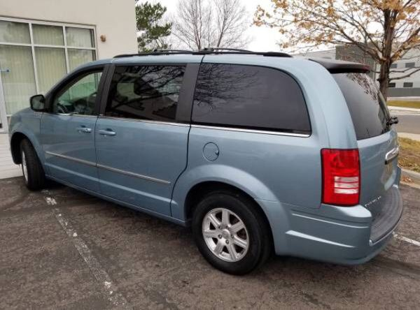 2010 Chrysler Town and Country touring loaded