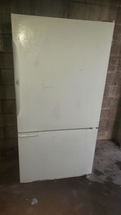 """Amana refrigerator(33"""" w by 31"""" d by 67"""" h(I Offer help with Free Delivery for Sale in Claremont,  CA"""