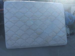 Free Queen matress for Sale in San Bernardino, CA