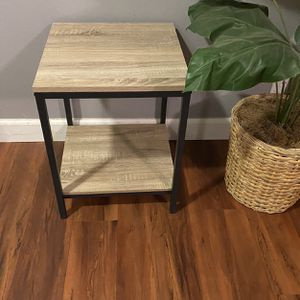 Light brown side table for Sale in San Jose, CA