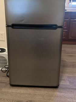 Haier mini fridge for Sale in Clifton Heights,  PA