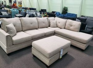 Large sectional sofa w/ ottoman Reversible chaise for Sale in Bellflower, CA