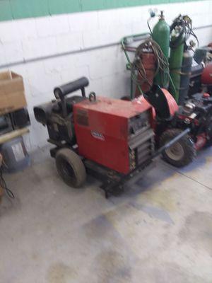 Lincoln welder runs good, new battery. Good price! for Sale in Wilmerding, PA