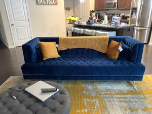 Royal Blue velvet tufted couch. for Sale in Grayson, GA