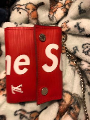 Supreme lv chain wallet for Sale in Tampa, FL