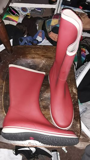 Stevemadden size 9 red rubber boots for Sale in Cleveland, OH
