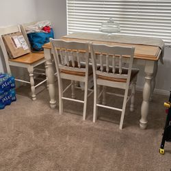 Free Expandable Table And 4 Chairs for Sale in Fontana,  CA