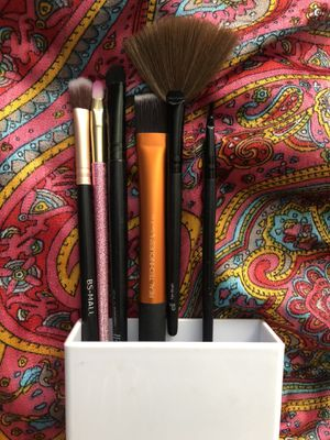Assorted Makeup Brushes for Sale in Irwindale, CA