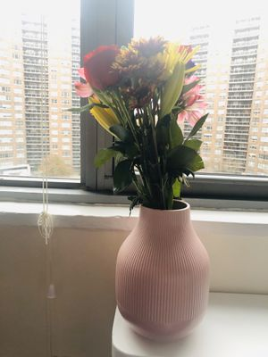 Pink Flower Vase for Sale in Queens, NY