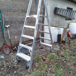 Ladder Aluminum With Rollers for Sale in Tacoma, WA