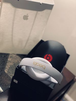 Beats by Dr. Dre - Beats Studio³ Wireless Noise Canceling Headphones - Beats Skyline Collection (White/Gold) for Sale in Sully Station, VA