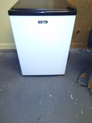 Emerson 3.3 cuft mini fridge for Sale in Binghamton, NY