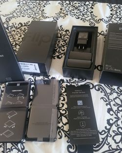 SAMSUNG GALAXY Z FLIP FACTORY UNLOCKED PAID OFF LOW PRICE!!! for Sale in Las Vegas,  NV