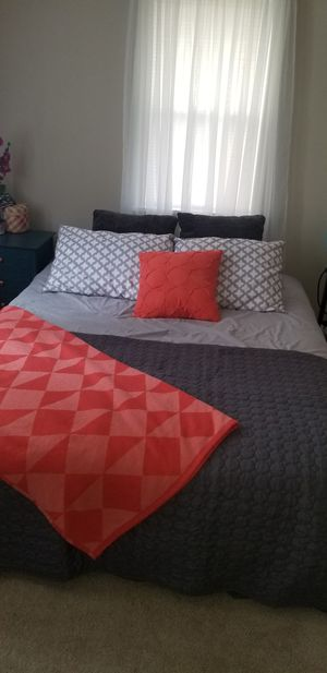 Queen size bedding set for Sale in Seattle, WA