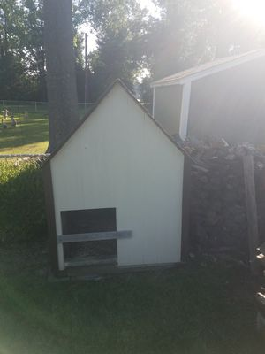Very Nice Dog House for Sale in St. Louis, MO