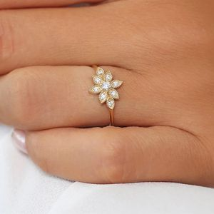18K Gold bond Flower 🌸 Diamond Ring for Sale in Dallas, TX