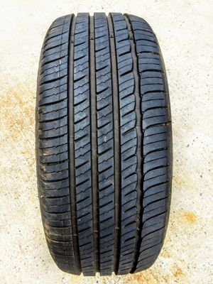 (1) Michelin 215/50/17 for Sale in Charlotte, NC
