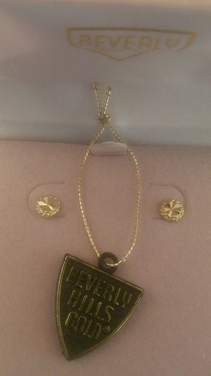 14k stud earrings for Sale in West Columbia, SC
