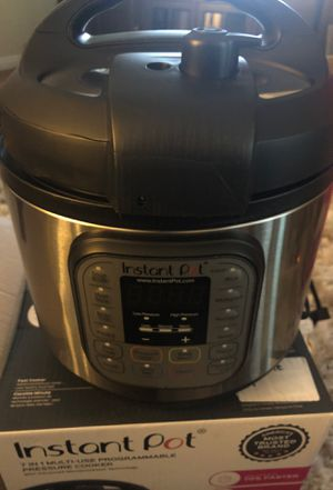 Instant Pot Duo 7 in 1 multi use programmable pressure cooker for Sale in La Habra Heights, CA