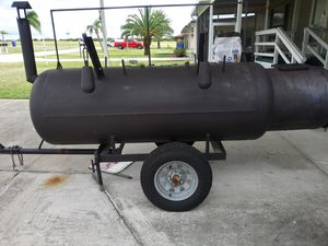 Smoker with hot. Box for Sale in Sebring, FL