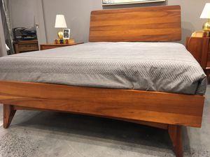 New mid century Queen size 6 pc bedroom set, floor model for Sale in Durham, NC