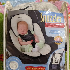Car seat insert Kiddopotamus Snuzzler for Sale in Lynnwood, WA