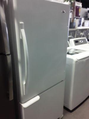 Amana Bottom Freezer Refrigerator for Sale in Los Angeles, CA