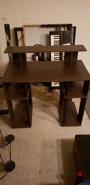 Small desk for Sale in Scottsdale, AZ