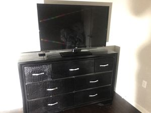 Dresser and tv for Sale in Dallas, TX