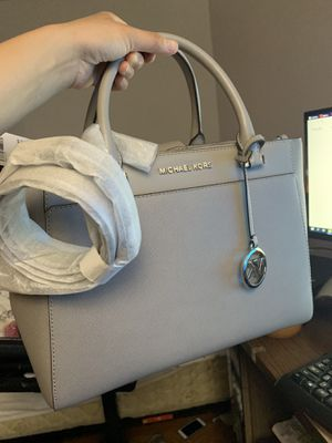 Michael Kors Gibson LG Satchel Leather Pearl Gray for Sale in Canton, MA