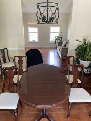 Dining room set with hutch for Sale in Elkridge, MD