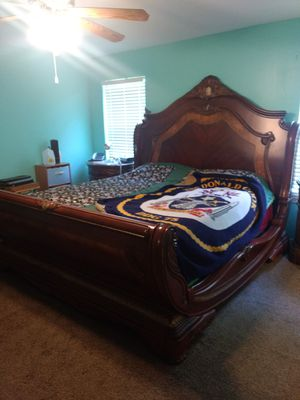 King-size bedroom set for Sale in Purvis, MS