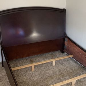 SOLID OAK QUEEN SIZE BED FRAME for Sale in Aurora, CO