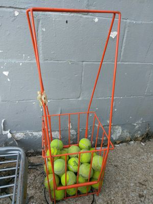 TENNIS RACKETS AND TENNIS BALLS. READ DETAILS for Sale in University City, MO