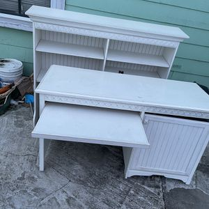 Hard Wood Desk for Sale in Everett, MA