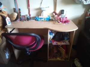 Desk with Chair for Sale in Cleveland, OH