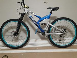 Giant DS One Mountain Bike for Sale in Fort Lauderdale, FL