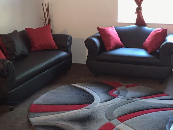 Sofa pillows couch whit pillows . 2 pcs brand new. Black and red