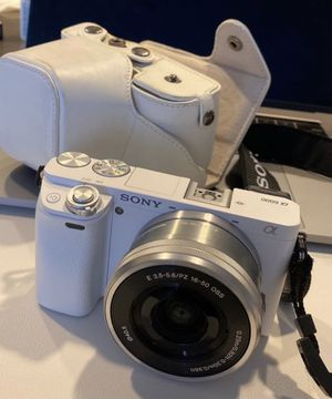 Sony a6000 camera with 16-50 oss white for Sale in Rosemead, CA