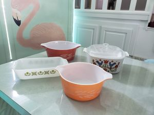 4 pieces of Pyrex, fireking and Corningware for Sale in Palm Harbor, FL