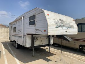 2000 Wilderness Camper Trailer 5thwheel for Sale in Industry, CA