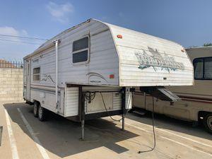 2000 Wilderness Camper Trailer 5thwheel for Sale in La Puente, CA