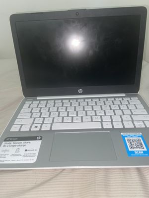 White HP laptop for Sale in Reynoldsburg, OH