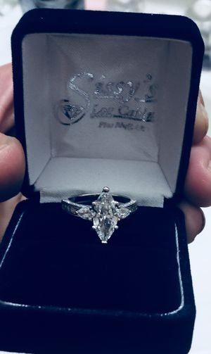 2 carat TW diamond marquis engagement ring for Sale in Bryant, AR